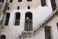 KADIN GİRİŞİMCİ - Define Avcılarının Peşinde Olduğu Tarihi Bina Ve Altındaki Asırlık Mağara Turizme Kazandırılıyor