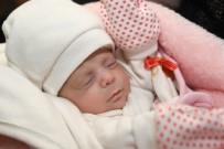 HAMİLE KADIN - Hira Bebek Annesine Kavuştu