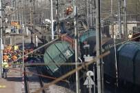 YOLCU TRENİ - İki Tren Çarpıştı Açıklaması 1 Ölü, 6 Yaralı