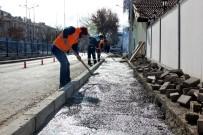 İsfendiyar Sokak'ta Yollar Düzenleniyor