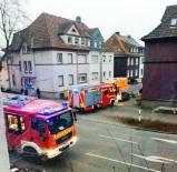 EMANUEL - Kahraman Türk 6 Alman'ı Yangından Kurtardı