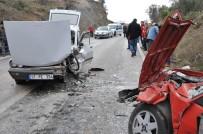 ALI EREN - Küçükkuyu'da Trafik Kazası Açıklaması 5 Yaralı