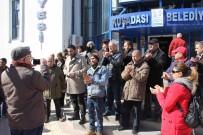 KUŞADASI BELEDİYESİ - Kuşadası'nda Toprak Kayması Mağdurlarından Eylem