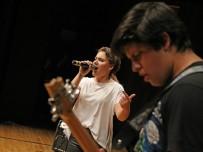 KARŞIYAKA BELEDİYESİ - Liseli Müzisyenler Karşıyaka'da Yarışıyor