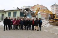 Seydişehir'de Eski Sağlık Meslek Lisesi Binasının Yıkımına Başlandı