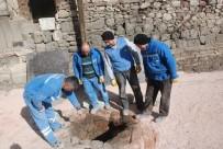 CAMİİ - Tarihi Caminin Avlusunda Kuyu Bulundu