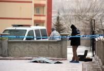 ERCIYES ÜNIVERSITESI - Balkondan Düşen Genç Hayatını Kaybetti