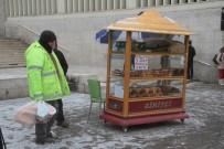 HAVA SICAKLIKLARI - Başkent'te Kar Yağışı Etkili Oluyor