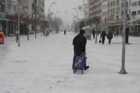 Bolu Kent Merkezinde Yoğun Kar Yağışı Başladı