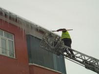 BUZ SARKITLARI - Özalp'ta Buz Kırma Çalışması