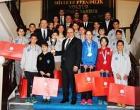 AMIR ÇIÇEK - Şampiyonlardan Vali Çiçek'e Ziyaret