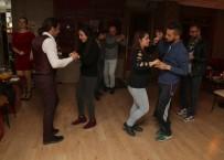 Sevgililer Günü'nü Dans Ederek Kutladılar
