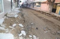 DOĞALGAZ BORU HATTI - Turgutlu Sokaklarında Hummalı Çalışma