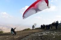 AHMET OKUR - Uşak'ta Yamaç Paraşütü Heyecanı