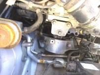 MUSTAFA YıLDıRıM - Aracın Motor Kısmına Sıkışan Kedi Sanayide Çıkartıldı