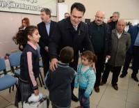 KIRTASİYE MALZEMESİ - Dündar, Suriyeli Çocukların Yüzünü Güldürdü