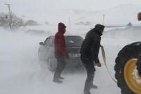 DONMA TEHLİKESİ - Kar Ve Tipiden Kapanan Yolda Mahsur Kalan Öğrenciler Kurtarıldı