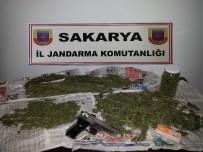 KURUSIKI TABANCA - Sakarya'da 820 Gram Kubar Esrar Ele Geçirildi