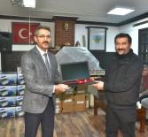WHATSAPP - Turhal'da Mahalle Muhtarlarına Dizüstü Bilgisayar Hediye Edildi