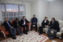 MEHMET AKGÜN - AK Partili Heyet, Referandumda 'Evet' Diyeceklerini Açıklayan Muhtarları Ziyaret Etti
