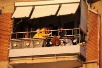 Balkon Demirlerine Başı Sıkışan Çocuğu İtfaiye Ekipleri Kurtardı