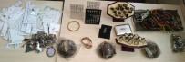 ADANA EMNİYET MÜDÜRLÜĞÜ - Çaldığı 140 Bin TL'lik Altın Ve Gümüşü Satarken Yakalandı