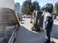 Kamyonet Minibüsle Çarpıştı Açıklaması 9 Yaralı
