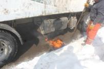 SIBIRYA - Kırmızı Işıkta Duran Aracın Yakıt Deposu Dondu