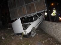 Manisa'da Polis Uygulamasından Kaçmak İsteyen Sürücü Kaza Yaptı