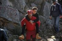 BEYİN TRAVMASI - Paraşütçüler Kayalıklara Düştü Açıklaması 2 Yaralı