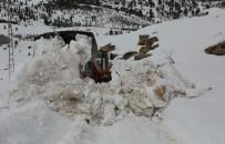 YAYA TRAFİĞİ - Toroslar'da Karla Mücadele Çalışması Devam Ediyor