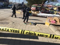 SİLAHLI SALDIRI - Uşak'ta pazar yerinde silahlı kavga: 2 ölü