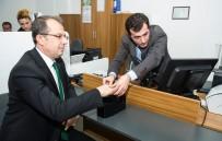 İBRAHIM TAŞYAPAN - Vali Taşyapan, Yeni Kimlik Kartı İçin Müracaat Etti