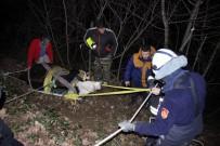 70 Metrelik Uçuruma Yuvarlanan Buzağı 4 Saatte Kurtarıldı