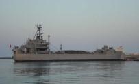 Askeri gemide yangın: 4 asker dumandan etkilendi