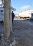 ELEKTRİK DİREĞİ - Bu Yolda Kaza 'Geliyorum' Diyor