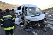 İki Araç Kafa Kafaya Çarpıştı Açıklaması 13 Yaralı