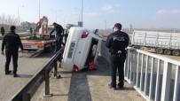 KÖPRÜLÜ - Otomobil Köprüden Düşmekten Kıl Payı Kurtuldu