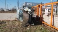 SAKARYA ÜNIVERSITESI - Sakarya'da Trafik Kazası Açıklaması 3 Yaralı