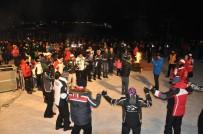 KARS VALISI - Sarıkamış'ın Soğuğunda Sanatçı Mahmut Tuncer'den Sıcak Konser