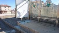 ZABıTA - Sungurlu'da Otobüs Durakların Camları Kırıldı