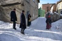 ALİ KORKUT - Ali Korkut, Sokak Sokak Anayasa Değişikliğini Anlatıyor