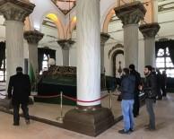 KÜLTÜR TURIZMI - Bursa'daki Sultan Türbelerine Ayakkabı İle Girilmesine Tepki