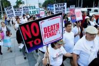 UYUŞTURUCU BAĞIMLILARI - Filipinli Katoliklerden Devlet Başkanı Duterte'ye Protesto