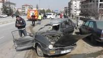 TİCARİ ARAÇ - Konya'da Zincirleme Trafik Kazası Açıklaması 3 Yaralı