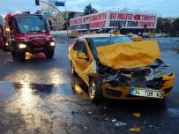 BÜYÜKDERE - Şişli'de Taksi Tur Otobüsüne Çarptı Açıklaması 1 Yaralı