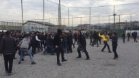 Taraftar Taşla Tesislere Saldırdı Açıklaması 2 Polis Yaralandı
