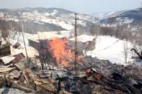 Yangın 7 Evi Kül Etti