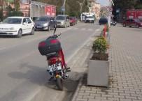 YAŞLI ADAM - Yaşlı Adama Motosiklet Çarptı