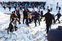 KAR TOPU - Yozgat'ta Amatör Lig Maçında Kavga Çıktı